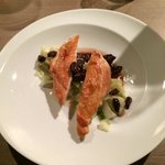 Guinea fowl with vanilla' cabbage and dried cherries