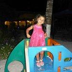 Mi hijita jugando :)