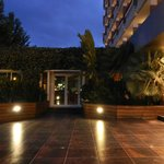 Вид на вечерний отель