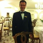 Der Chef de Sevices lässt uns Gästen keine Wünsche offen! Das Restaurant mit seinen ital. Spezia