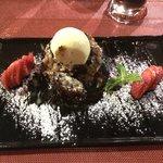 Crumble di pere e cioccolato con gelato alla vaniglia.. Fantastico!