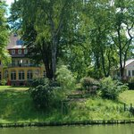 Das Landhaus Himmelpfort liegt direkt am See