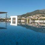 La piscina. Un'oasi di tranquillità nello splendpre del paesaggio...