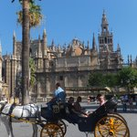 la place de la cathédrale et la Giralda