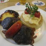 This dish contains black pudding (blood wurst), potatoes and apples. I wish I could eat it again