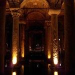 Le colonne illuminate della cisterna