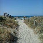 La stradina che porta alla spiaggia