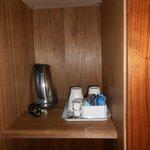 kit pour café ou thé dans la garde robe