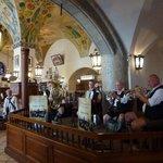 Avec un orchestre bavarois pour le folklore