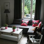 il soggiorno con divano letto a pian terreno della dependance