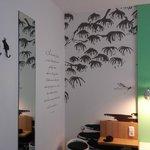 Decorazione murale ispirata al tema della stanza: