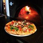 Napoli Centrale's prosciutto e rucola pizza
