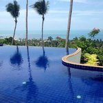 piscine à débordement, magnifique vue sur lamai beach