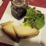Fromage. Salade. Confiture.