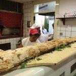 Un buonissimo panuozzo offerto ai clienti in attesa delle pizze