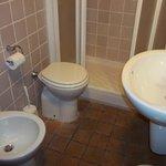 bathroom room 25