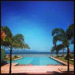La piscine (mais aussi vue depuis les repas) en juillet (2014)
