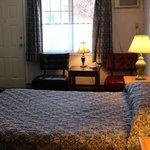 one queen bed room