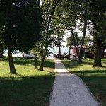 Parco con camminata verso il mare