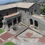 Veduta dell'interno della rocca dalla torre del pellegrino