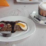 cannole siciliano y capuccino espectacular