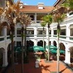 ラッフルズ ホテル中庭