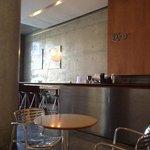 lobby moderno, con revistas, pc, bar, wifi excelente...