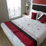 1 double bed+1 single bed (8th floor)