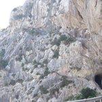Tunel con escaleras en el camino de Cap Formentor
