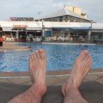 piscine vue de mes pieds