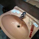 Agujero del lavabo muuuy viejo