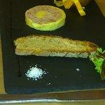 Entrée du menu enfant: médaillon de pâté au foie gras, très correct et très copieux pour des enf