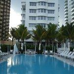 Vistas del hotel desde la piscina