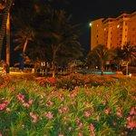 El hotel en la noche