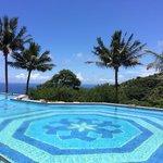 可眺望太平洋的泳池,無敵美景盡在眼前