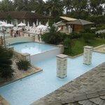 Vista da recepção da piscina 1 e espelho d'água e chafariz