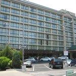 Hotel (Entrance lower right, Room 721 upper right)