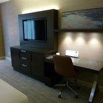 Credenza/desk, TV