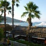 Tatil Köyünün deniz yanındaki barları...