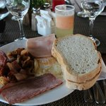 Завтрак: омлет + бекон