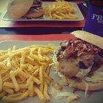 Hamburguesa de la Semana con sus Patatas