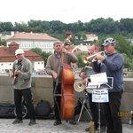 jeden Tag Musik auf der Karlsbrücke