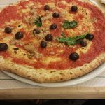 Pizza tonno e olive nere