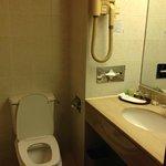 Bathroom (with bathtub!)