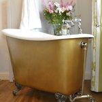 Our double en-suite room's tubby bath