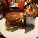 Hambúrguer! US$ 15.95!