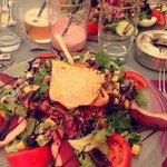 Salade gourmande ! Une assiette complète et bien remplis ! J'ai beaucoup aimé !