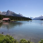 Maligne lake and boat house