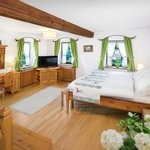 Zimmer/Room Müller mit traditionellen Möbeln, Room with traditional interior