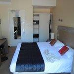 une chambre avec terrasse